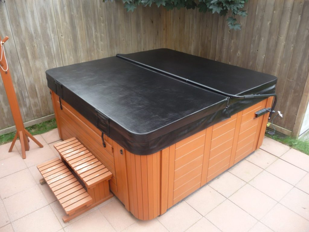 The Best Hot Tub Covers for Snow Review and Comparison - Behind The ...