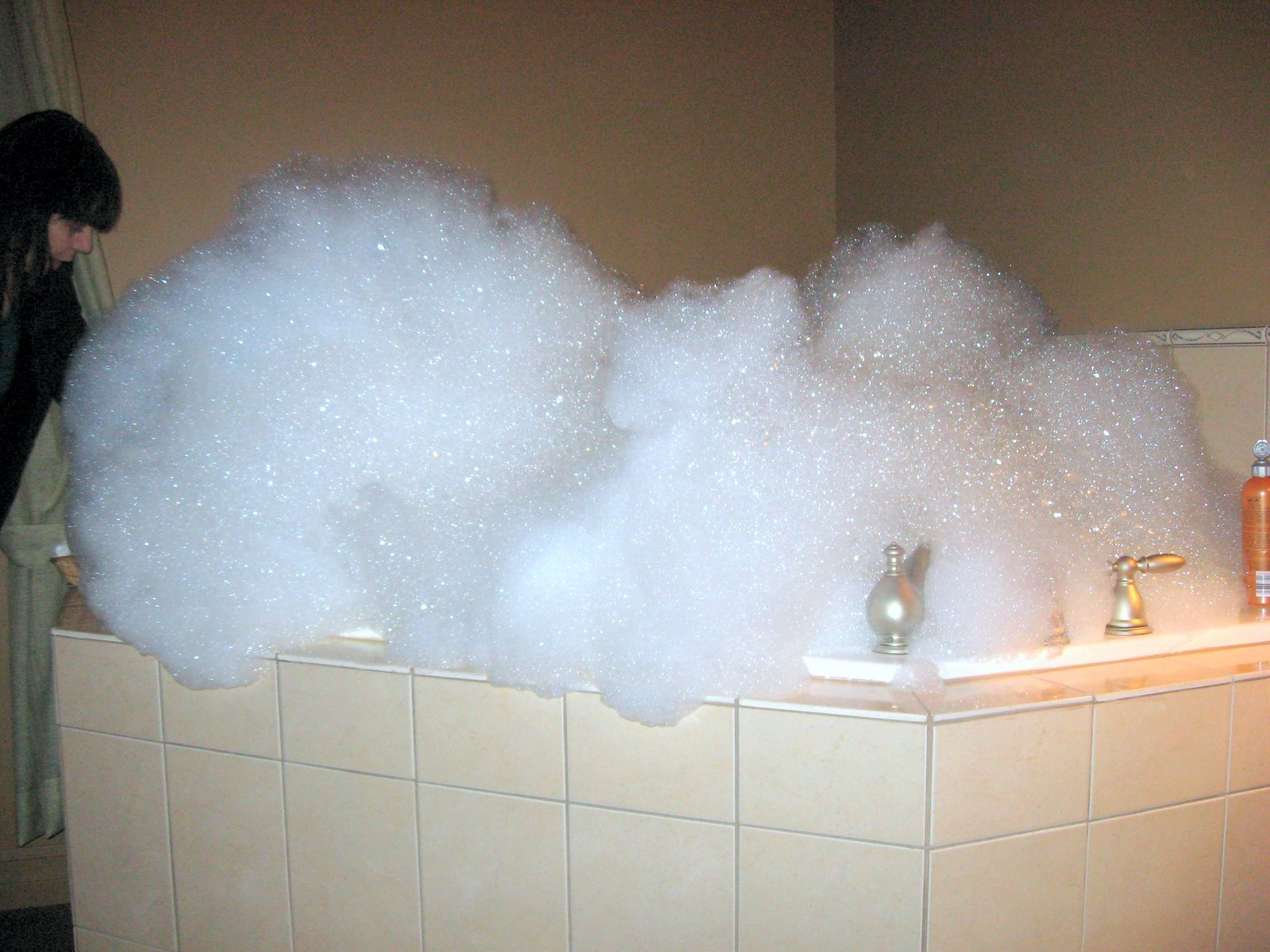 How to Make a Bubble Bath with Lots of Bubbles - Behind The Shower
